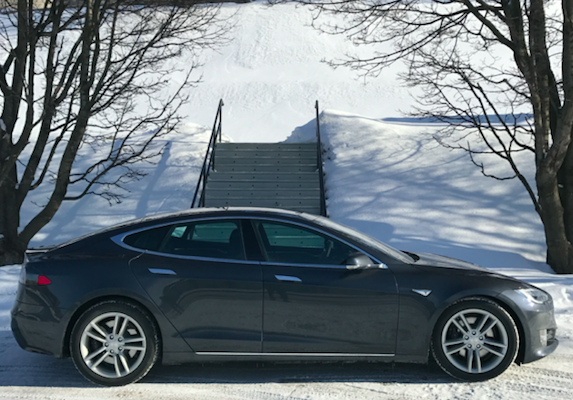 Model S winter at StJoseph oratory
